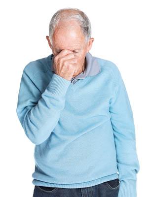 adulto mayor estresado