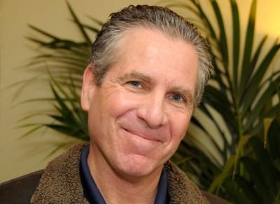 Dan Attias: Director de televisión, productor, y guionista estadounidense que ha dirigido varios programas, la mayoría de la HBO (Dr. Quinn, Medicine Woman, House, Miami Vice ,Beverly Hills, 90210...etc!)