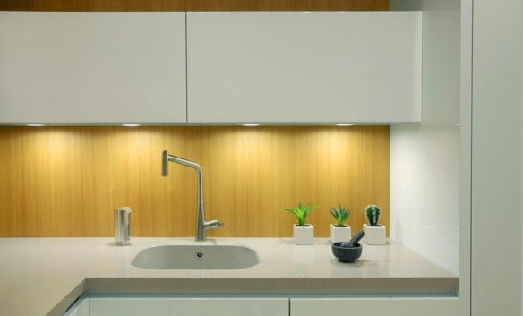 Luz puntual en la cocina accesible para mayores