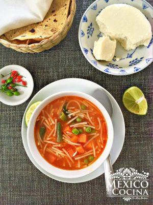 receta-de-sopa-de-fideo--768x1024