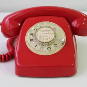 teléfono rojo frontal