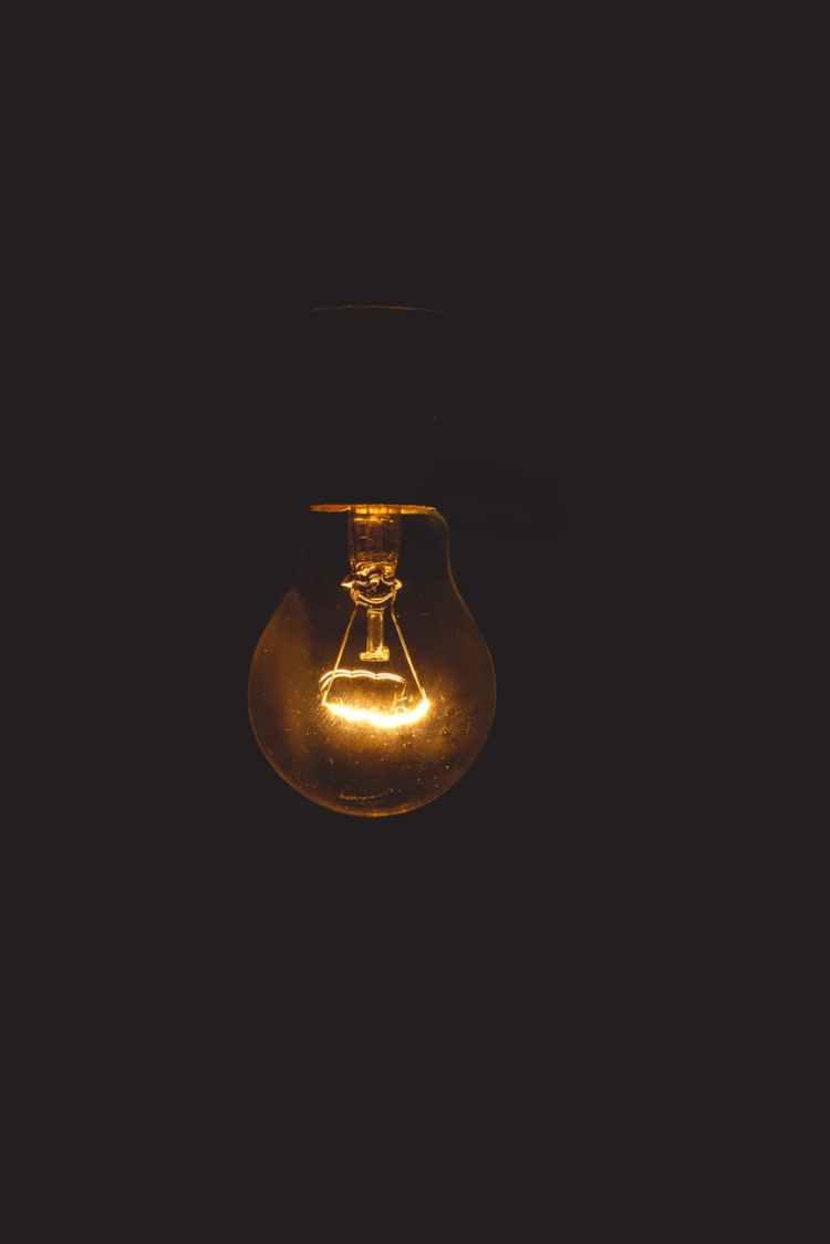 close up photo ofg light bulb